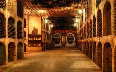 La bodega más grande del mundo: 250 km de cavas subterráneas y 2 millones de botellas